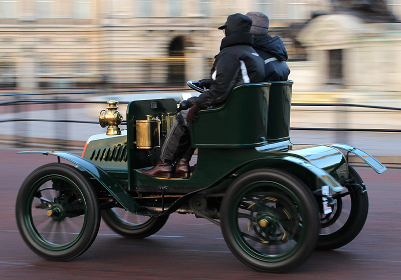 1901-Gladiator_6-5_HP_Two-seater_on_London_to_Brighton-rally-2013