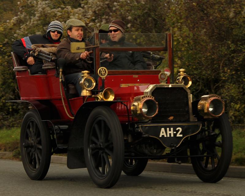 1903-Gladiator_10HP_Tonneau_on_London_to_Brighton_-rally-2010