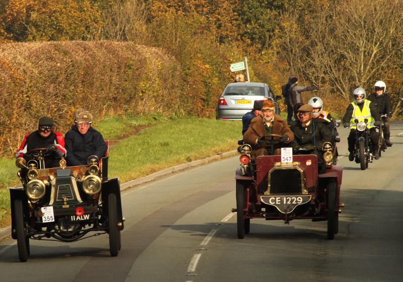 1903-Renault_1903_Tonneau-Gladiator_1903_10HP_Tonneau_on_London_to_Brighton_VCR_2010