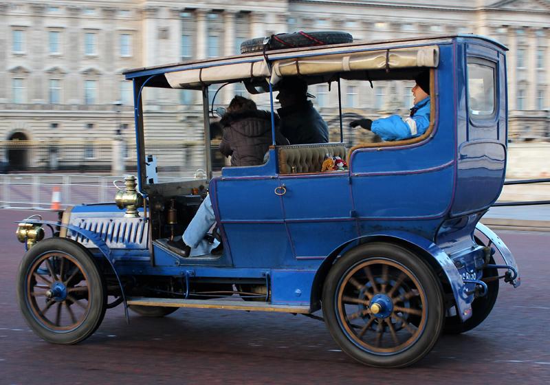 1904-Gladiator_14_HP_Demi-limousine_1904_on_London_to_Brighton_-Rally-2013