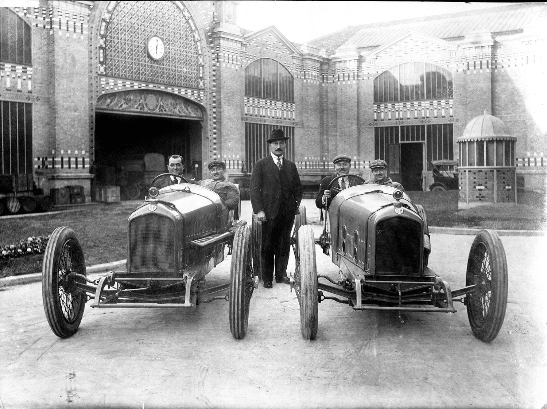 Ballot-inside-usine-Race-cars