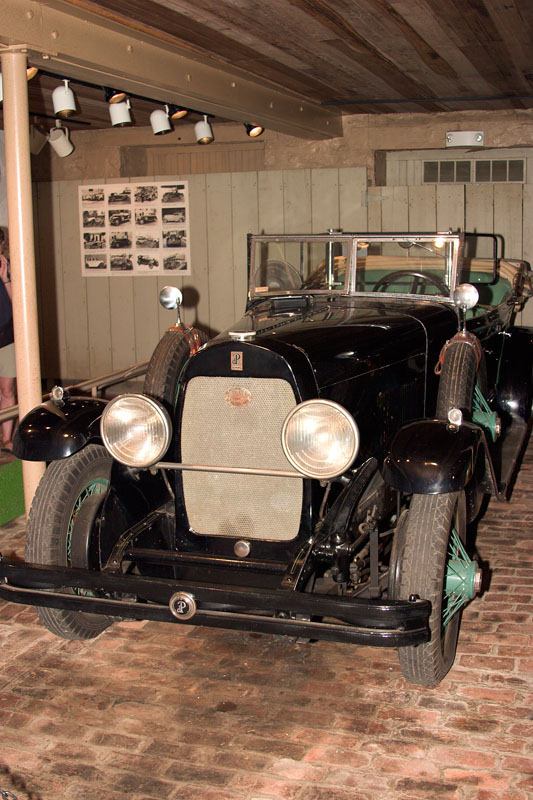 Du_Pont_Motorcar_01