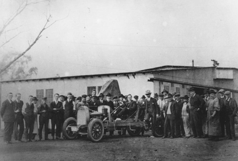 Kwam-op-eigen-kracht-uit-1919-Du-Pont-Model-A-(2)