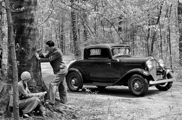 Ford-DeLuxe-Coupe-1932