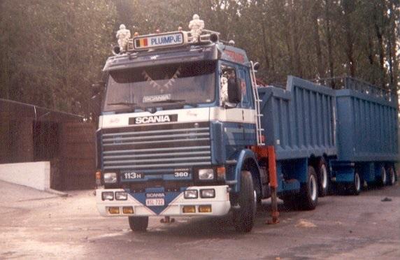 Scania--113-360-in-Droeshout-opt-plein---met-Remork-Jp-net-nieuw-toen