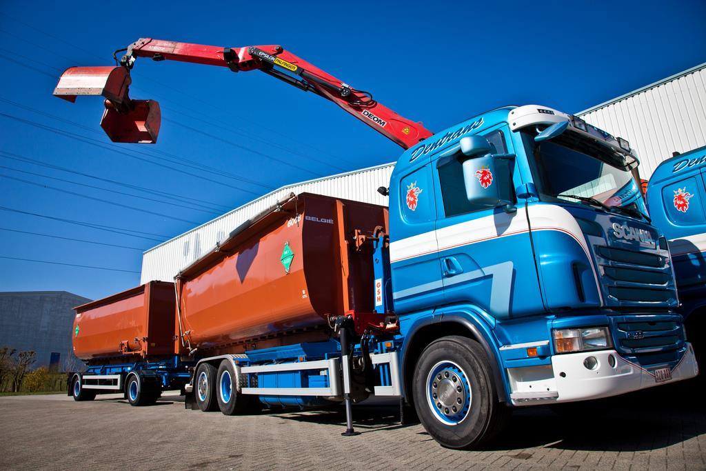 Scania--Deze-staat-in-zolder--Brengt-snachts-bakken-van-rendac-weg
