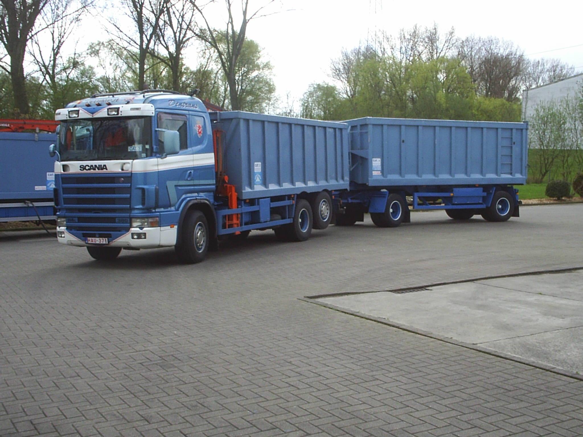 Scania--Jos-in-Mollem-op-den-hof