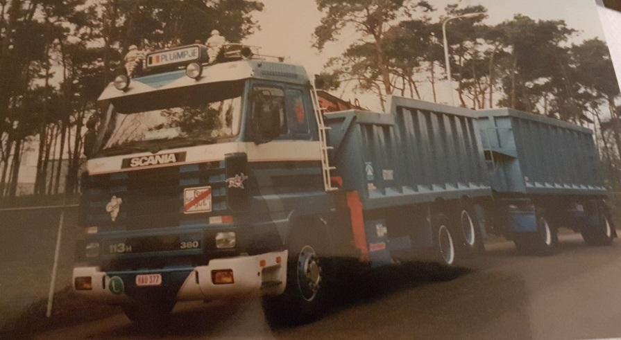 Scania--Streamline-met-remork-kris-bij-Rendac-Son-Bram-Buys
