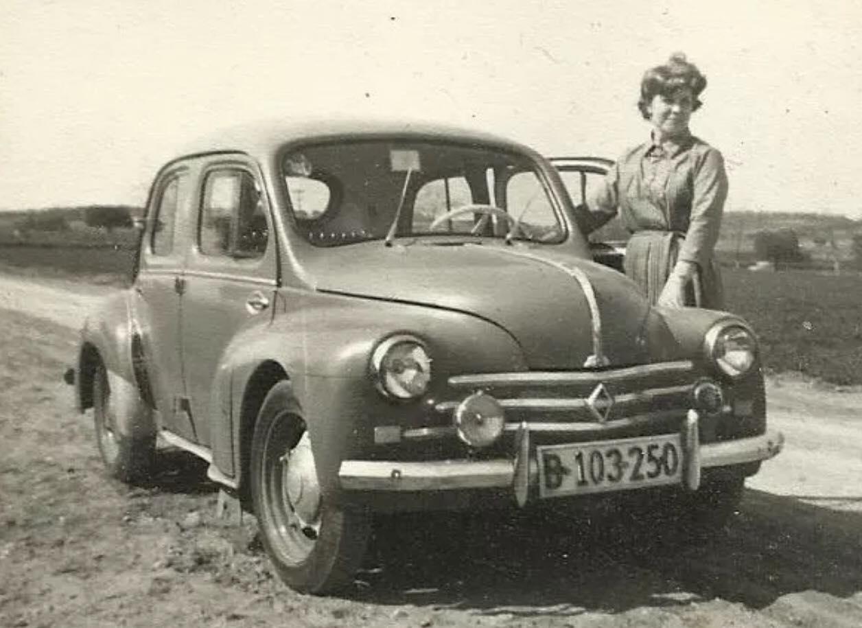 Renault-4CV-(3)