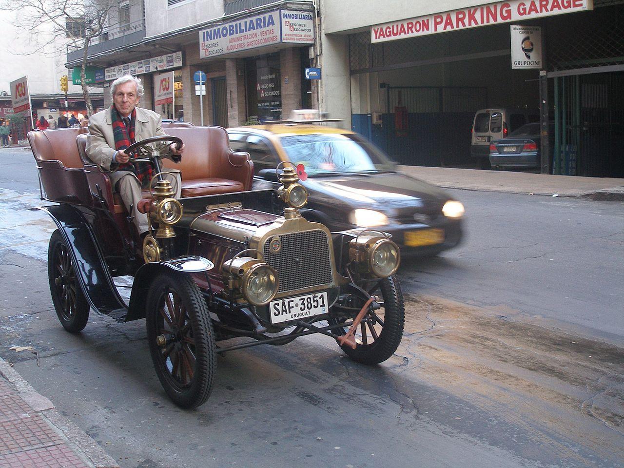 1904-Clement-Bayard_--AC2K-uit--twee-cilinder--in-Montevideo--Uruguay