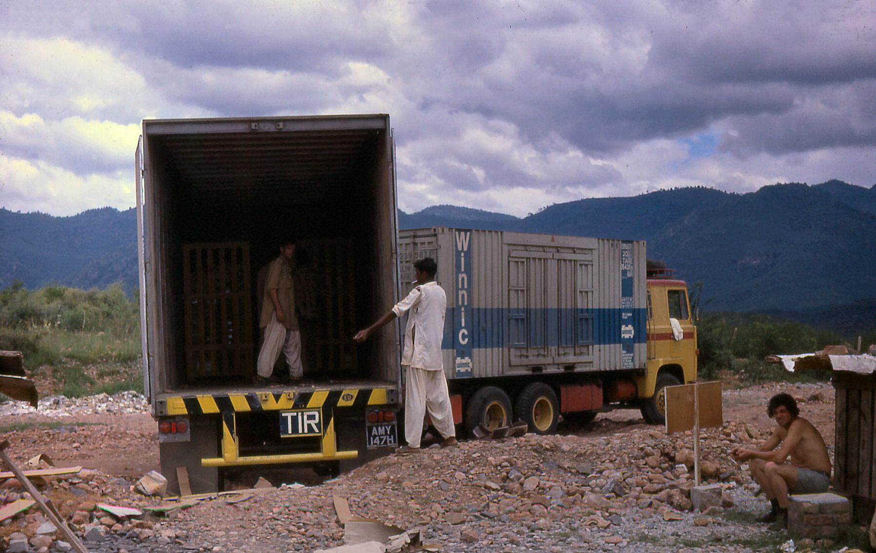 Ian--Tyrrell-School-materiaal-en-boeken-voorde-school-in-Islamabad-Universiteit--(2)