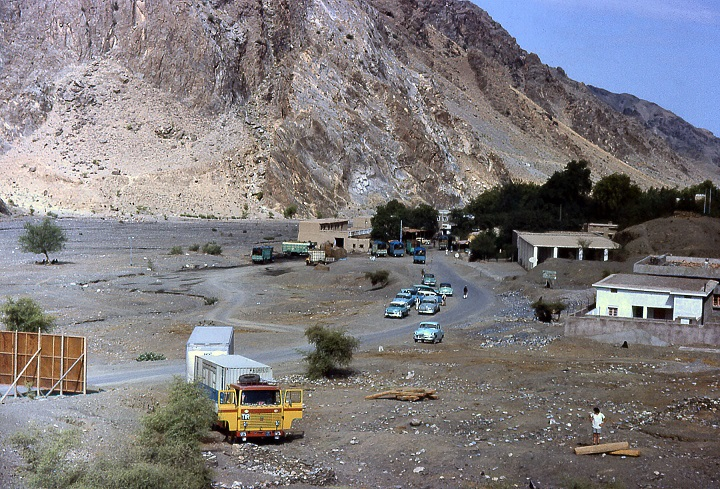 Ian-Tyrrell-Torkham,-the-Afghanistan-Pakistan-border--John-Frost-wandering-around-(3)
